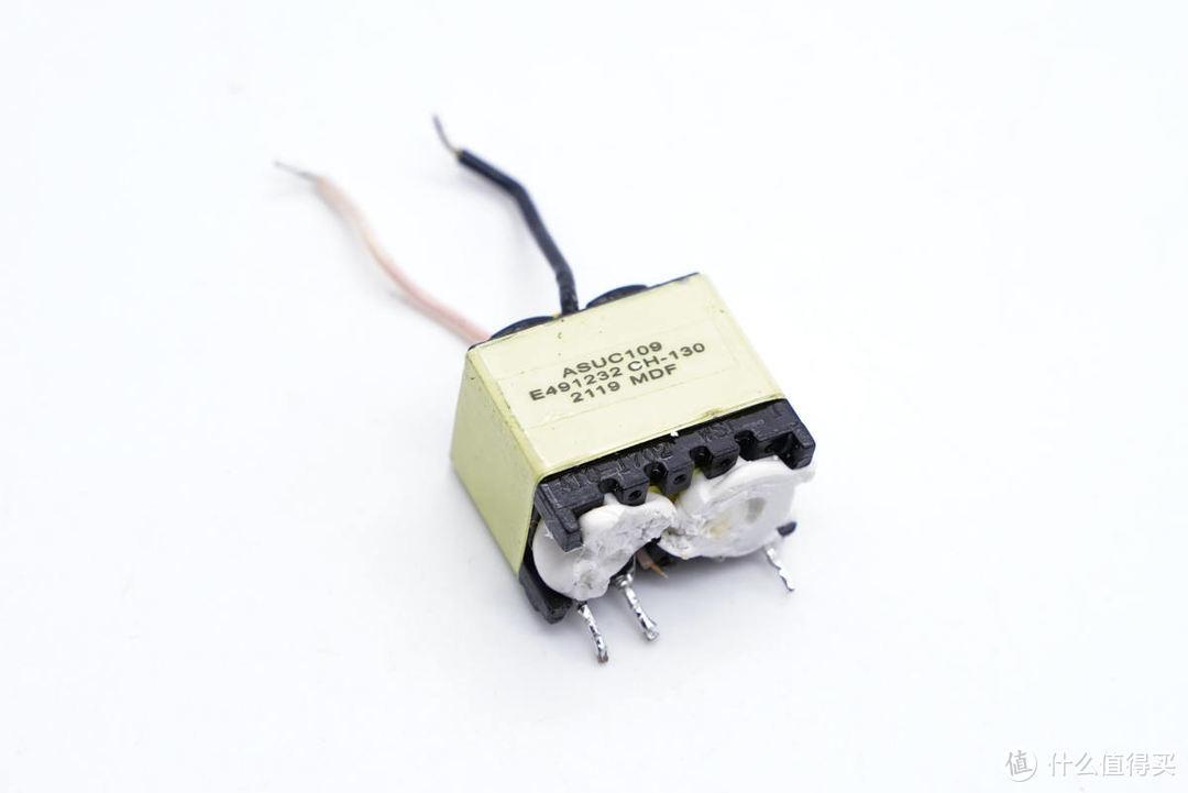 拆解报告:ANKER安克可折叠迷你20W快充充电器A2149