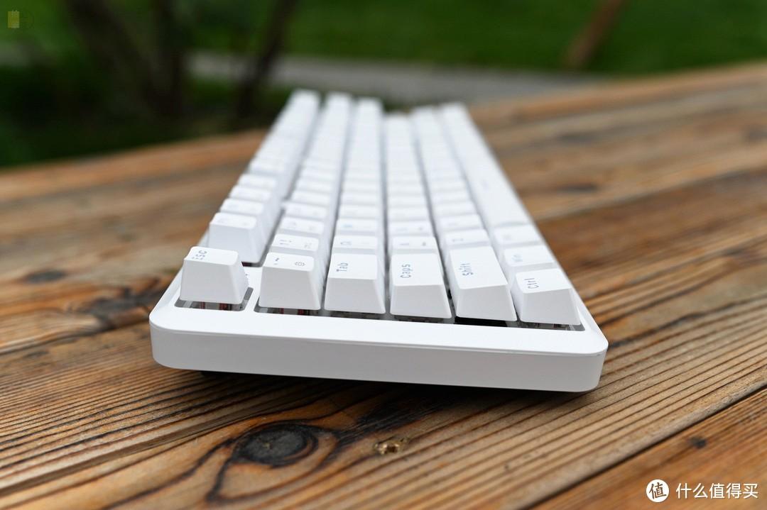 更易定制的机械键盘,支持轴体热插拔,黑爵K870T上手