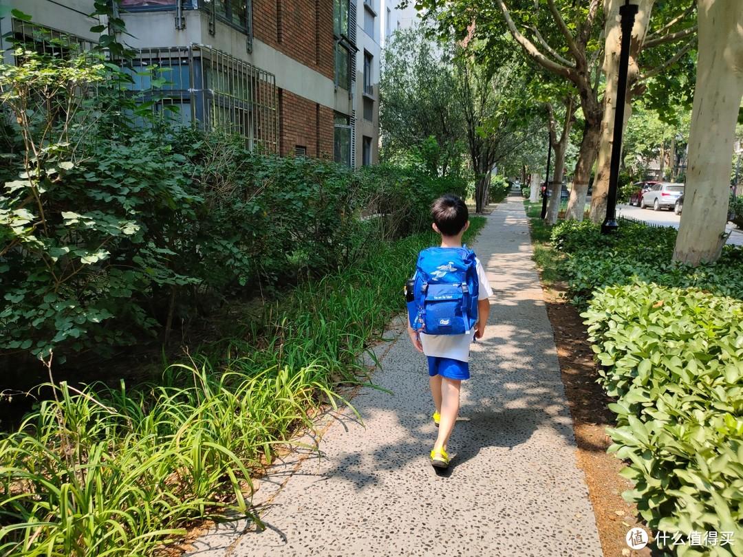 陪孩子一起长大,守护孩子健康成长,1000多块的GMT埃尔法书包值得入手吗?