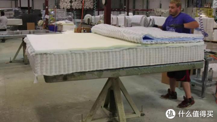 踩坑!装修味道大,竟是床垫惹的祸?为啥床垫里有胶水?整体可拆卸怎么做到?睡塌了质保管用吗?