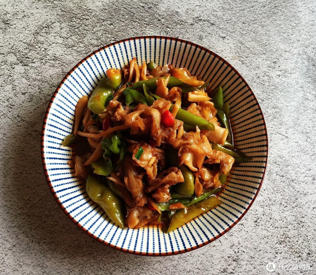 广东夫妻俩的午餐,半小时搞定3菜1汤,清爽可口又下饭,很接地气