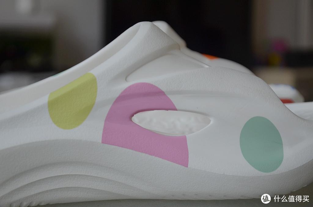 149元,这是我目前穿过的最贵的一双拖鞋,咕咚运动舒缓拖鞋上手