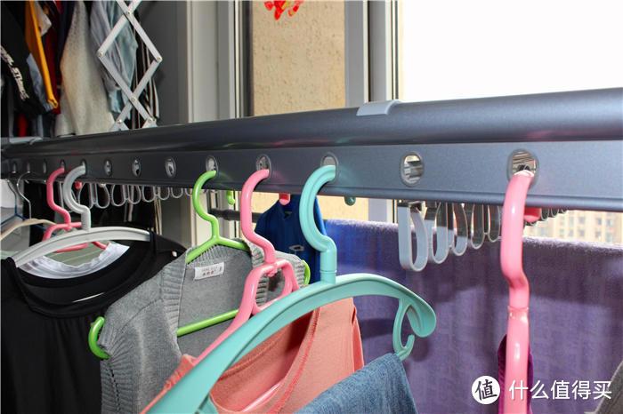 连续阴雨衣服晾晒难,别担心,用带烘干功能的自动晾衣架啊