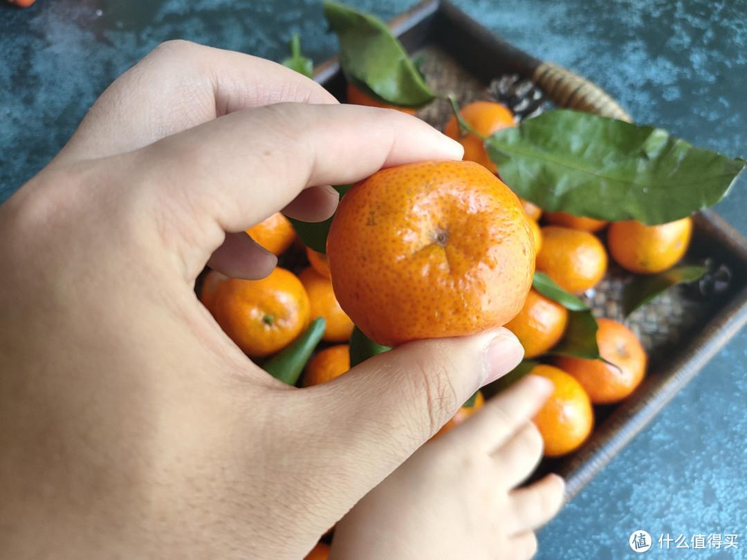 买砂糖橘时,选大的还是小的?糖分、水分差别大,弄懂再买不被坑