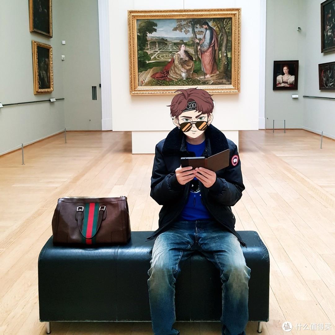 在幽静的美术馆内看电子书也是一种享受