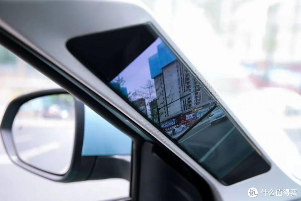 科技感、运动感、时尚感兼具 哪吒U Pro试驾竟带来百万豪车感受