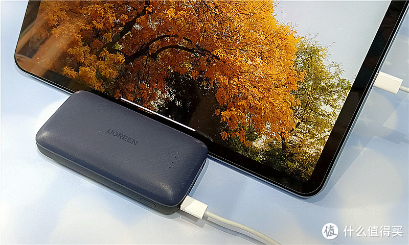 ATL电芯、自带苹果线、双向快充——绿联10000mAh移动电源测评