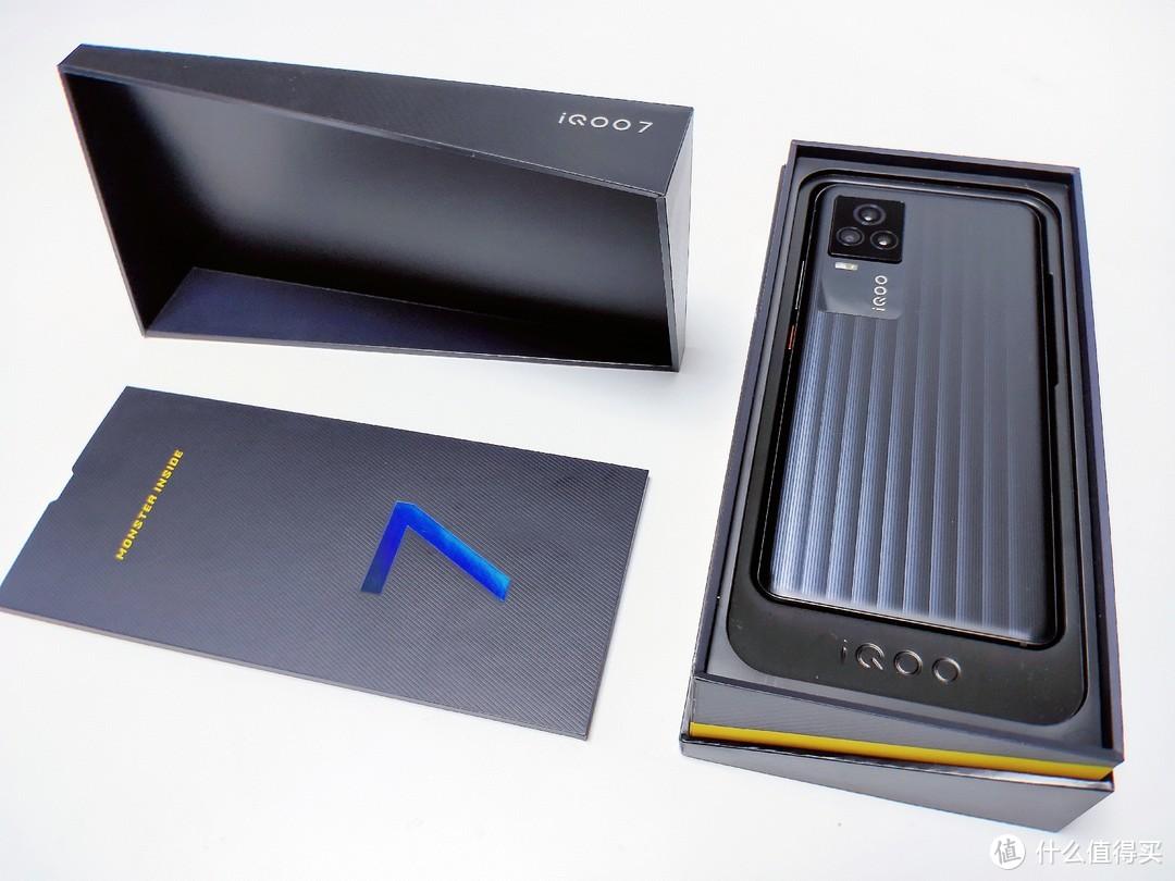 不只是搭载骁龙888和120Hz高刷屏的电竞手机,更是5G旗舰水桶机的iQOO 7