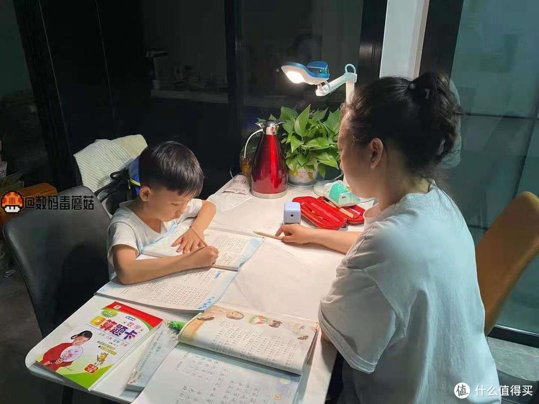 陪伴孩子健康成长:西昊H10学习桌入手体验