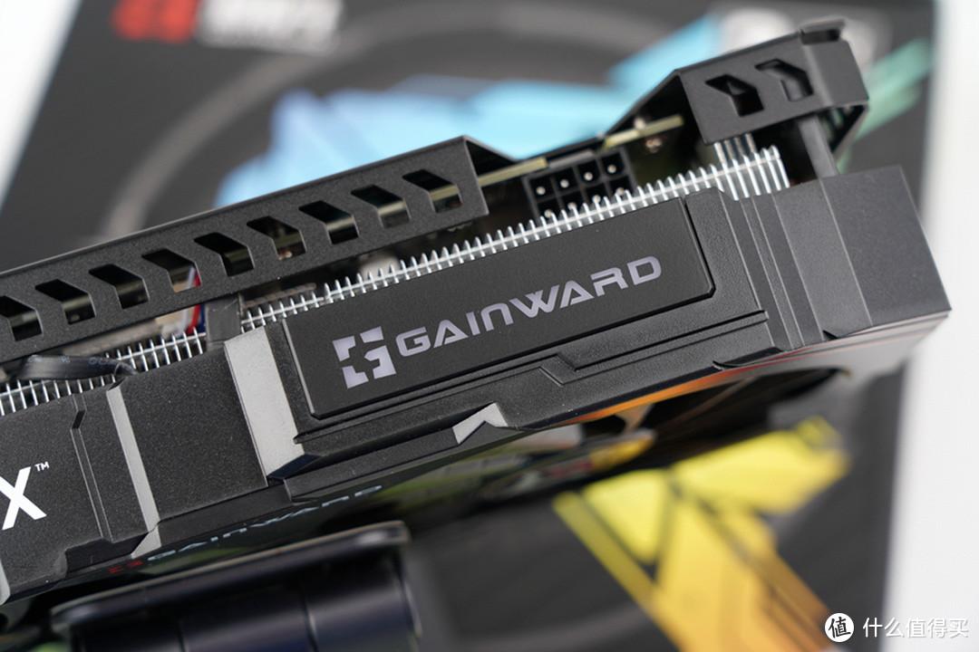 肩部的GAINWARD字样LOGO支持RGB光效。