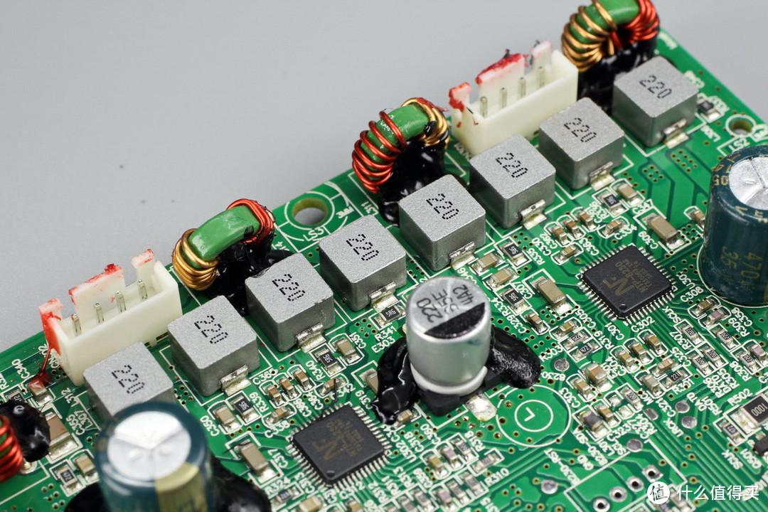 支持同轴输入、线性输入和蓝牙aptX音频编码,海信 2.0 Soundbar条形音箱拆解