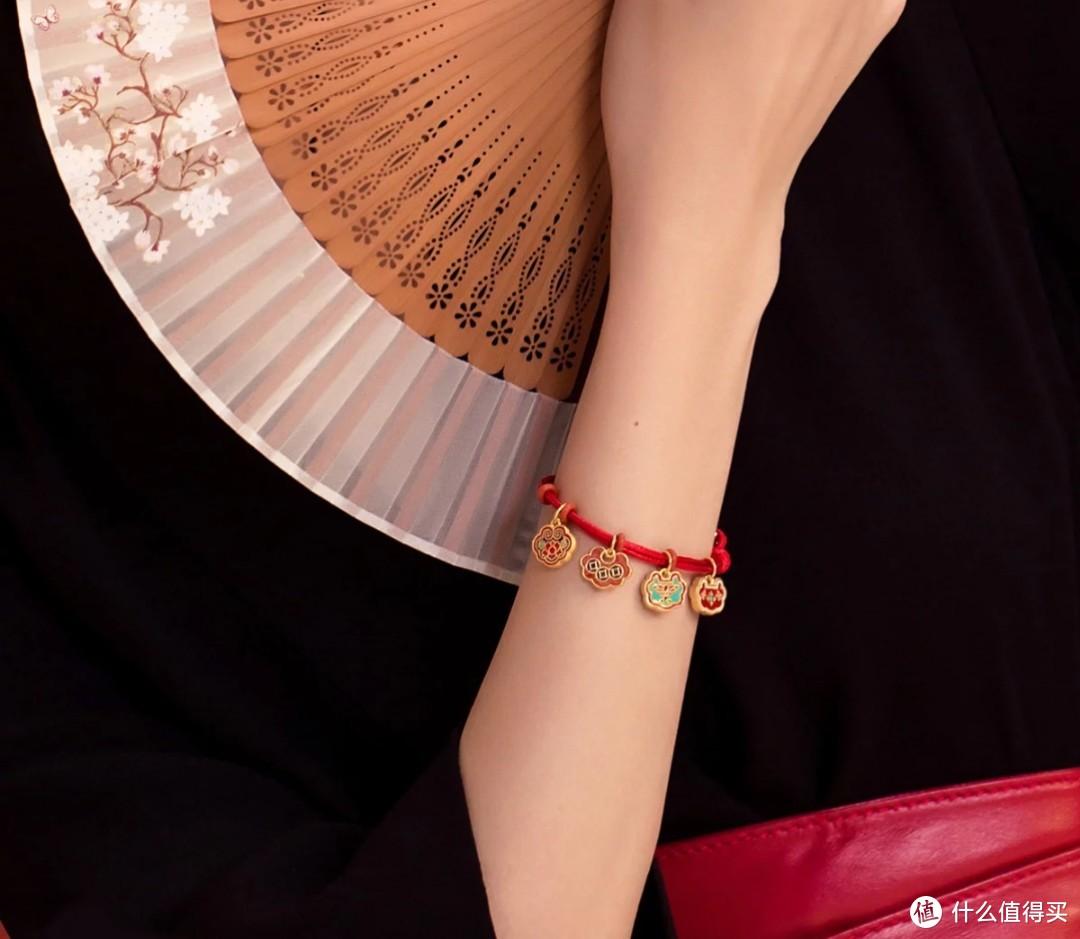 情侣七夕怎么过,日常小礼物摘得美人心!上唯品会贴心又省钱!