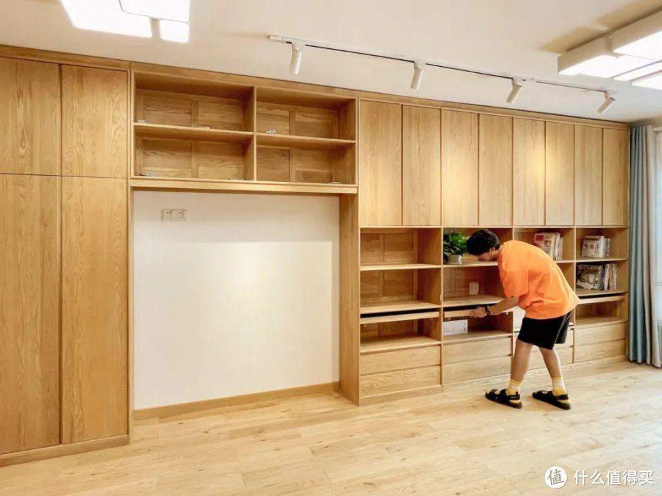 广州两居学区房,放弃传统布局,一体两柜让客厅秒变超大书房