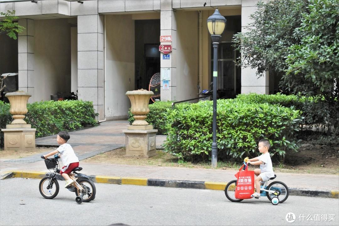 邻里小孩都羡慕哭了:柒小佰儿童减震自行车S1,孩子初学自行车的更优选择