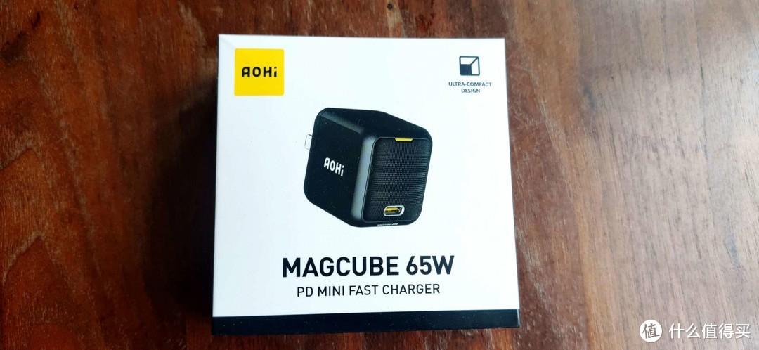 别看它小,能充笔记本:AOHI 65W氮化镓充电器