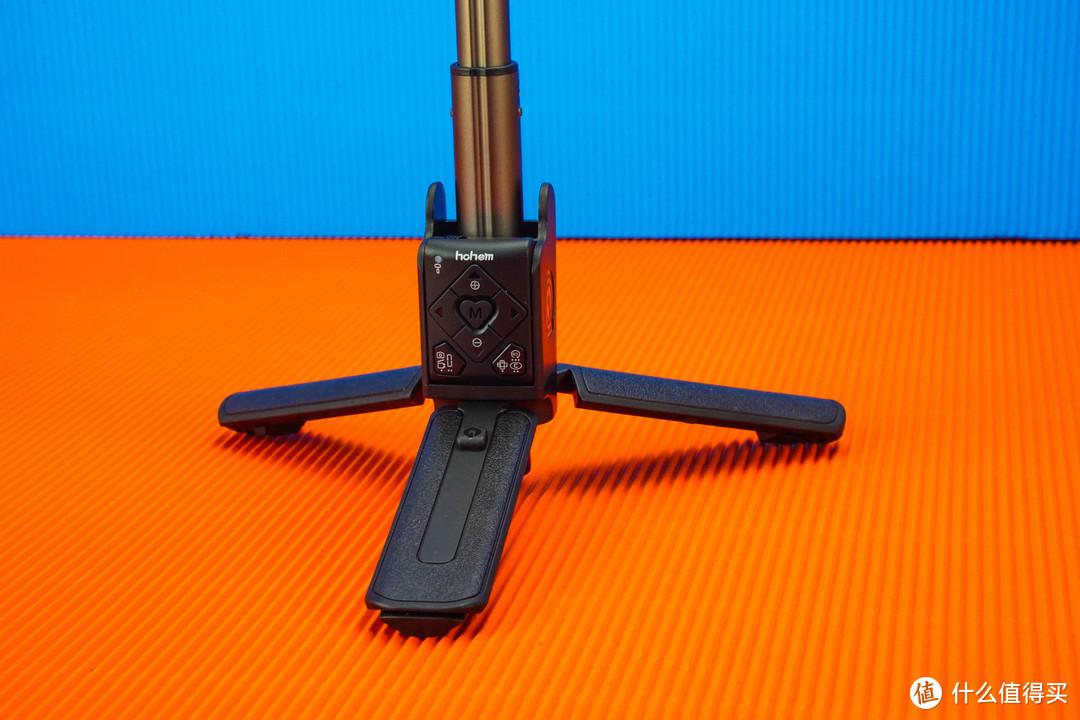 介于自拍杆和手机云台之间,小Q稳拍杆集合了它们的优点