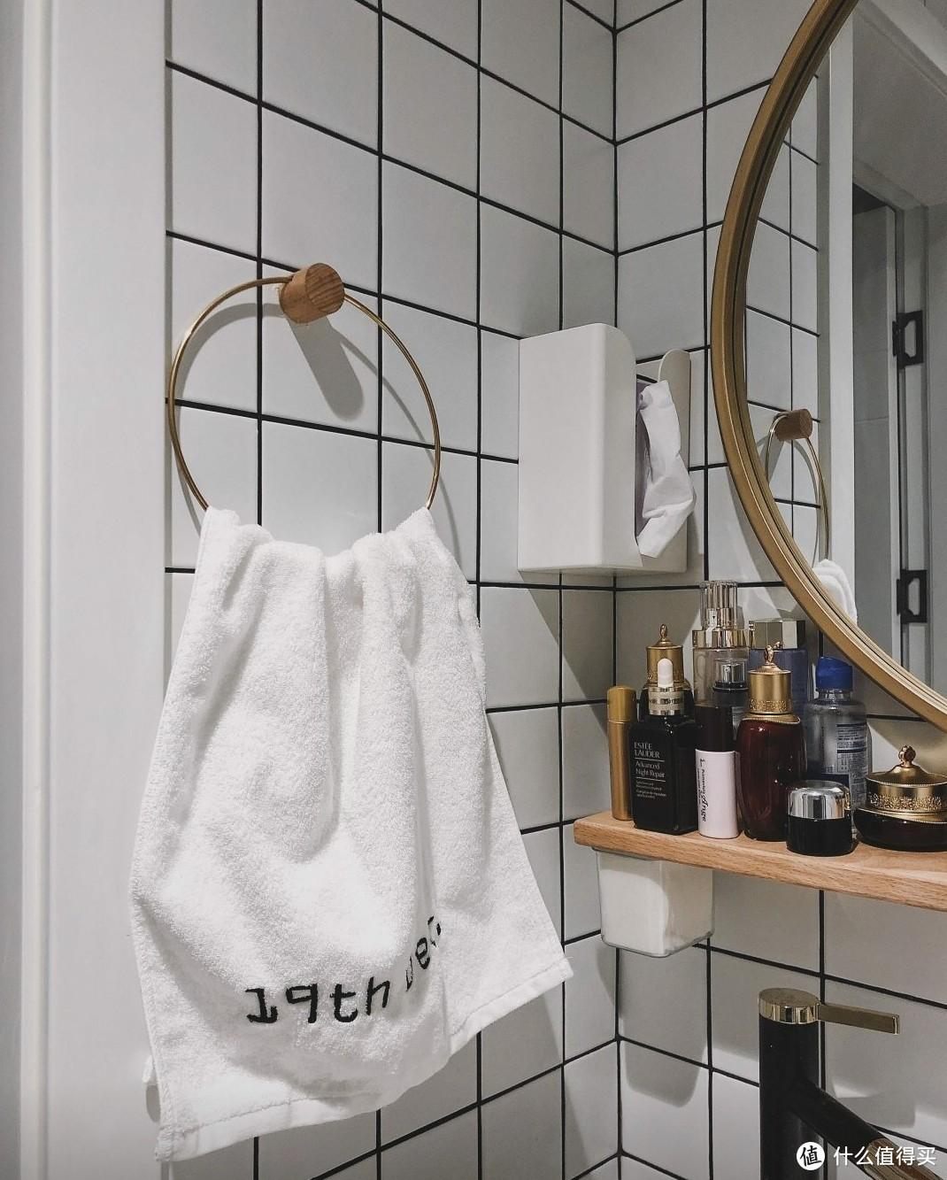 诚心建议:别在马桶上方挂毛巾了,看看90后的做法,美观又实用!