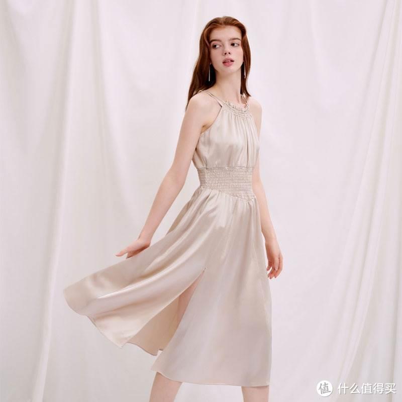 夏日泡夜店穿什么?别样海外购上不到五百元买条吊带裙呗