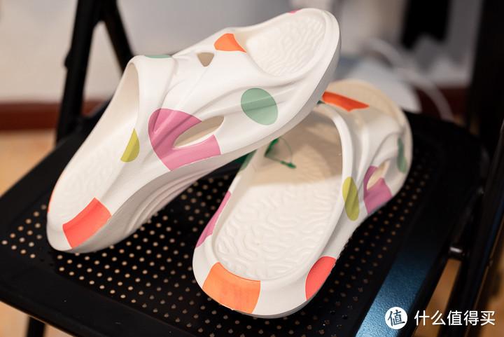 """这双 """"骚气"""" 的拖鞋了解下,咕咚运动舒缓拖鞋体验"""