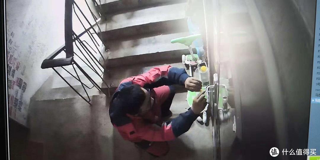 房子锁孔被502胶堵了,黑手难确定,打火机和清洗剂能去掉胶水?