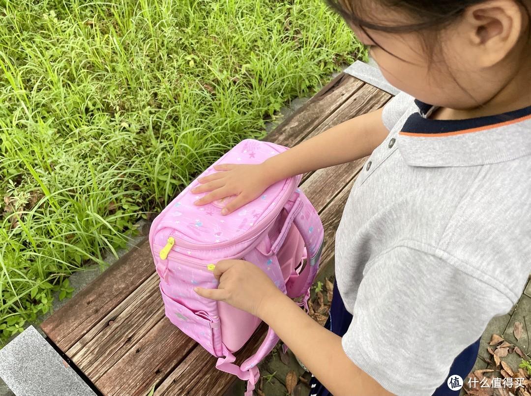 开学恰逢生日,送小侄女美人鱼书包当礼物很合适