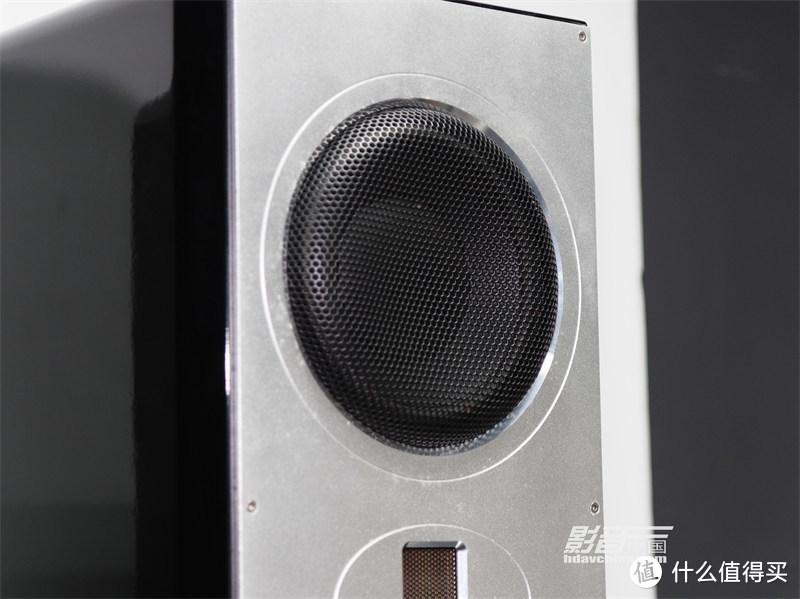 主音箱RH6F配备了2只6.5英寸较大尺寸的低音单元,在同级别的竞争者之中实属罕见