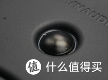 软球顶高音单元是将精细的织物膜片做成球顶形状,再采用特殊配方的涂层进行涂覆