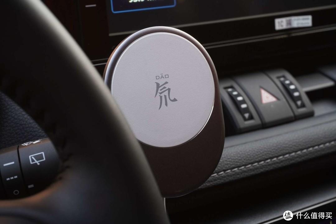 精致高颜值车充——努比亚迈飞磁吸车载无线充