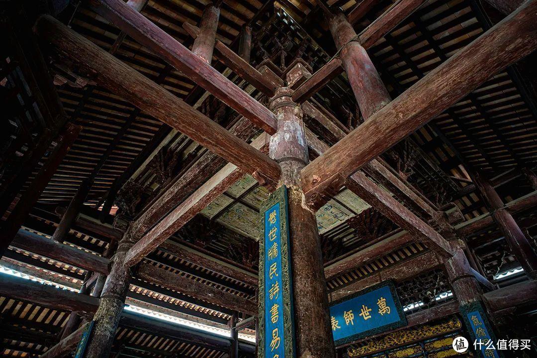 精密的梁柱结构是木构建筑的瑰宝 ©️沐昀
