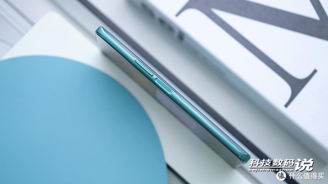 雷鸟FF1手机图赏:矩阵后摄+挖孔全面屏,颜值在线
