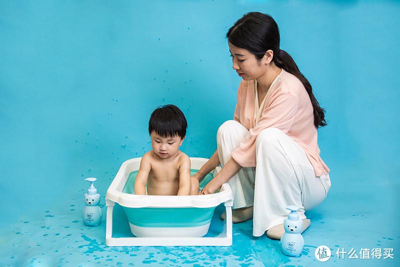 如何让宝宝爱上洗澡?爱贝港婴儿氨基酸沐浴露,温和洁净,多种植萃