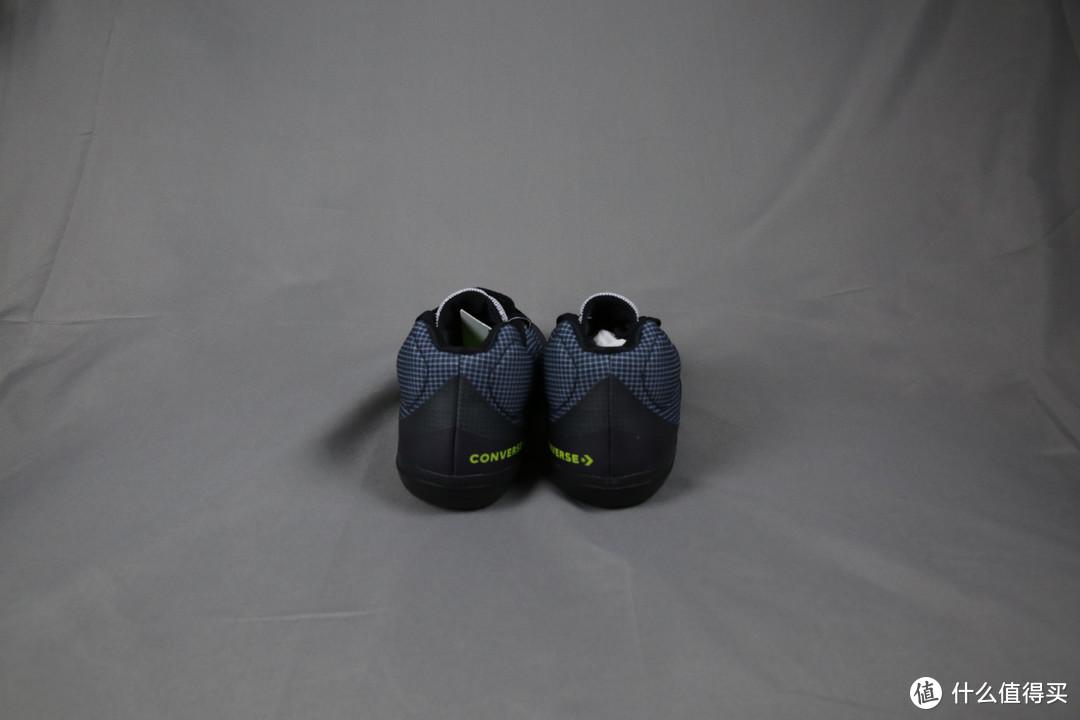 虽然我打球烂、得分少,但我鞋子骚