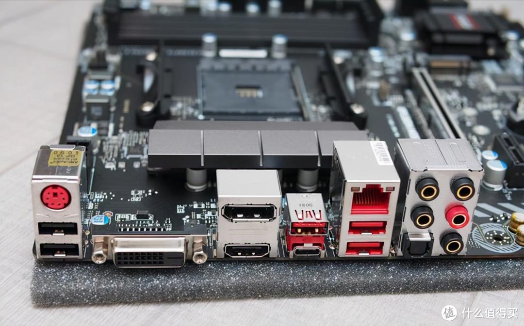 在4L极小机箱中组建功能强大的MINI-ITX系统:主板即是取舍