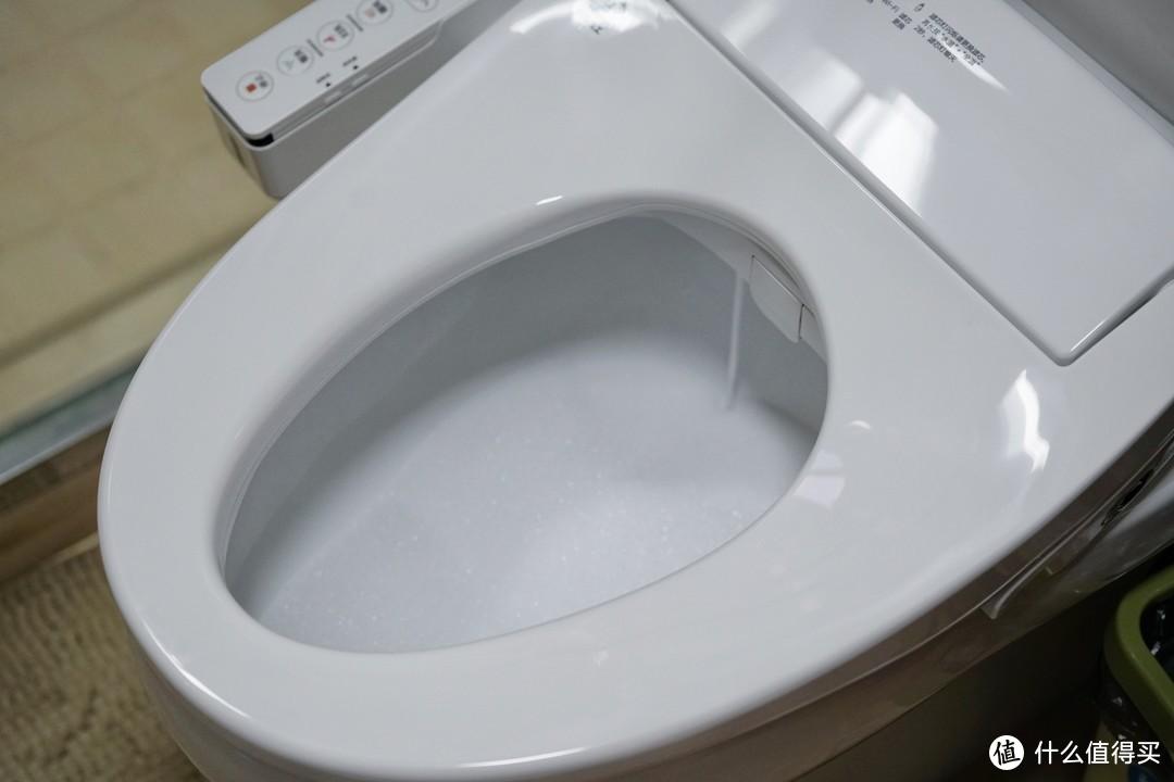 除了坐着尿尿,普通马桶就没有办法解决尿液飞溅问题了吗?