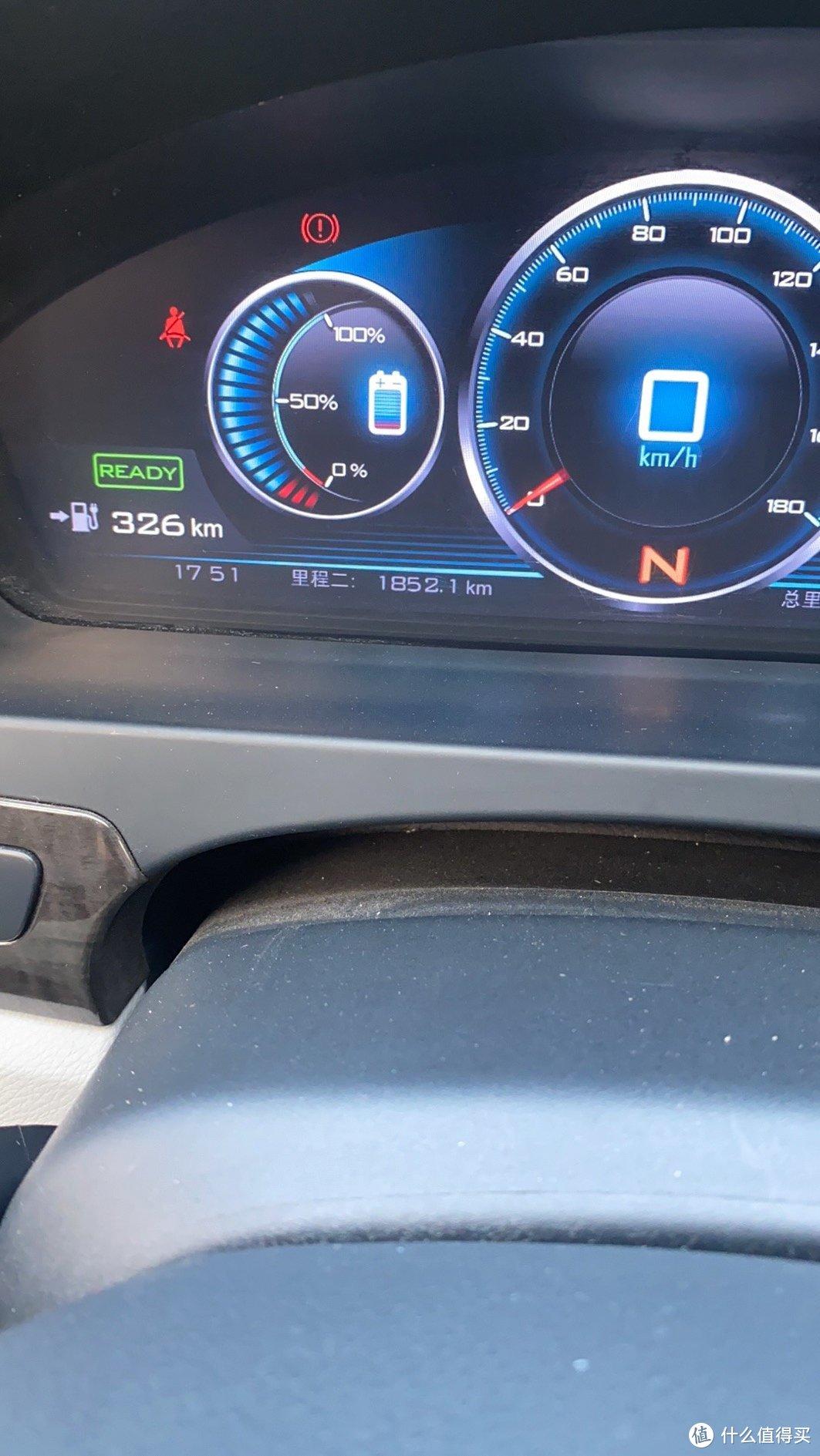充满到95%后,开空调表显示的续航里程,老板说这车停放了很久,多满充满放几次才能激活电池