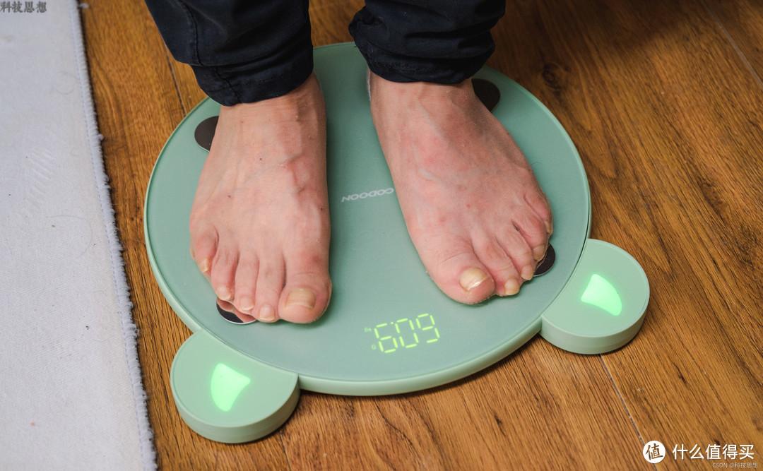 科学健身的小帮手,随时全面了解健康状况,咕咚小魔瘦体脂秤体验