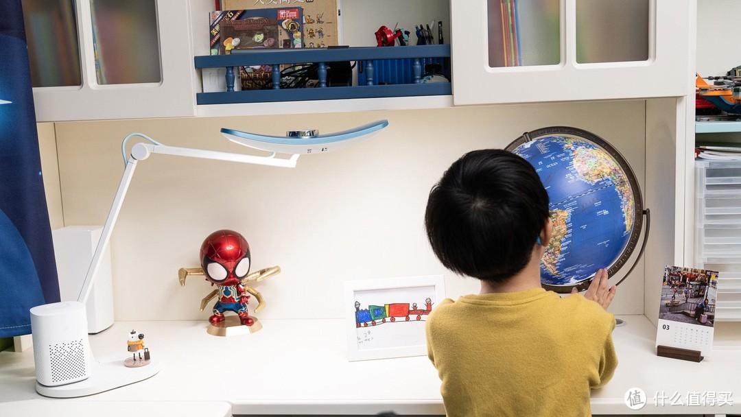 升降桌、工学椅硬核装备应有尽有,如何打造新晋小学生的专属书房?