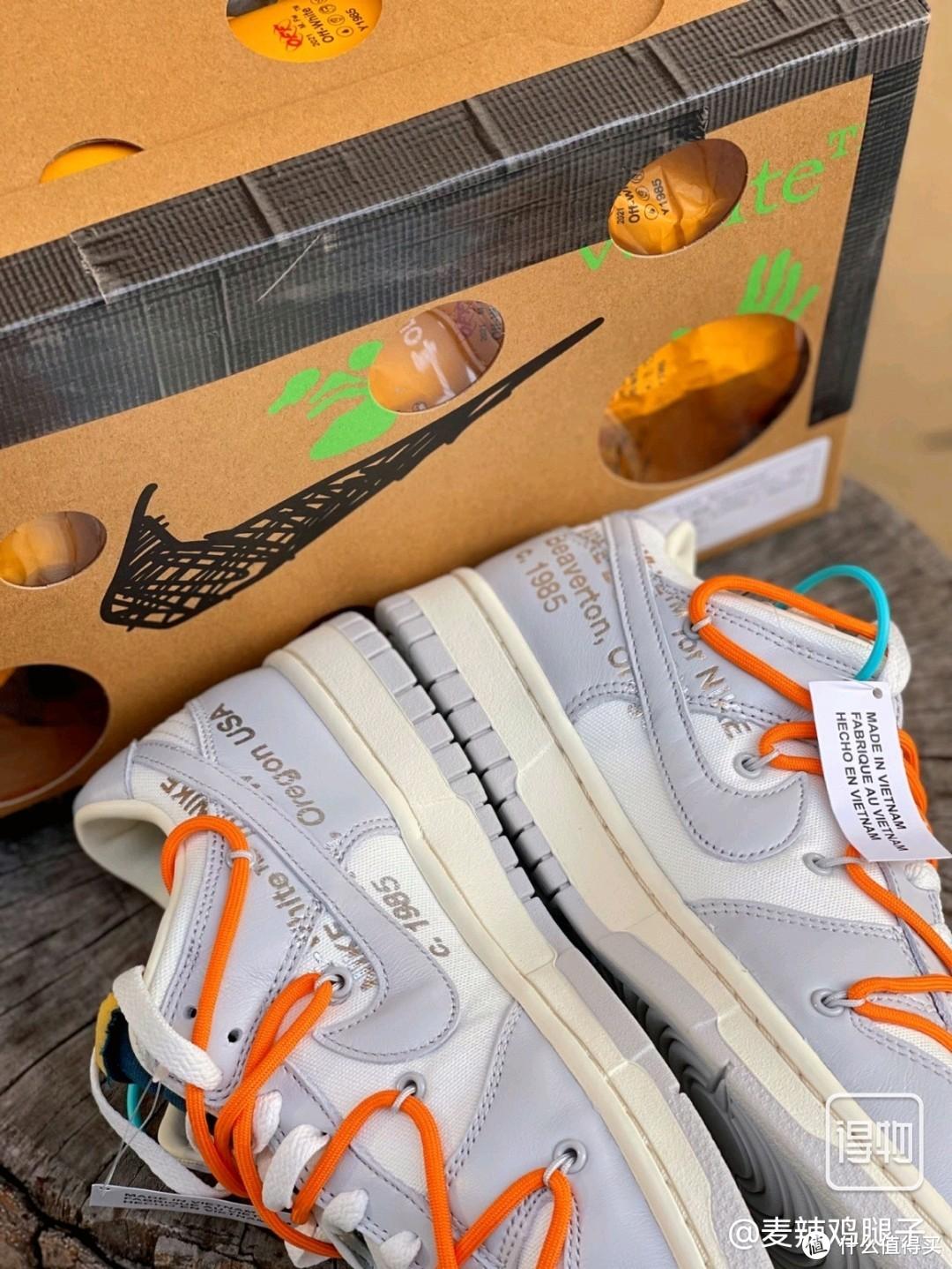 橙色鞋带的 Ow Dunk 与阳光也太搭了吧!