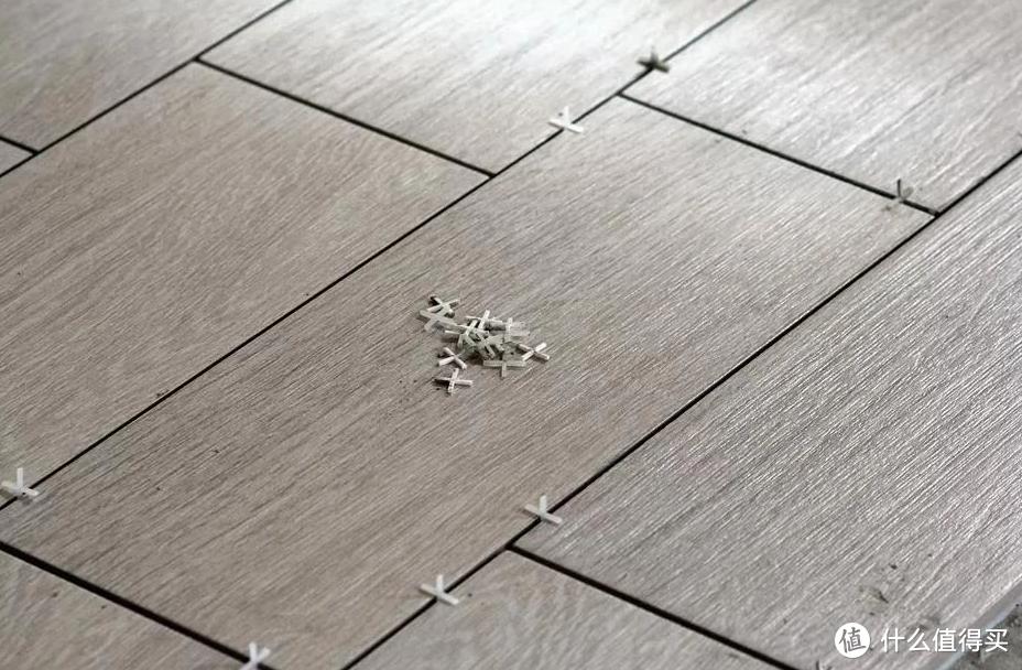 贴好的瓷砖掉落?原因找到了!