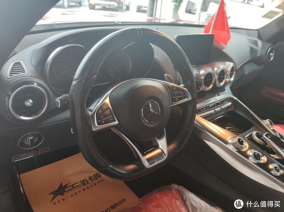 奔驰AMG GT老改新碳纤维打孔皮方向盘,红色缝线更运动