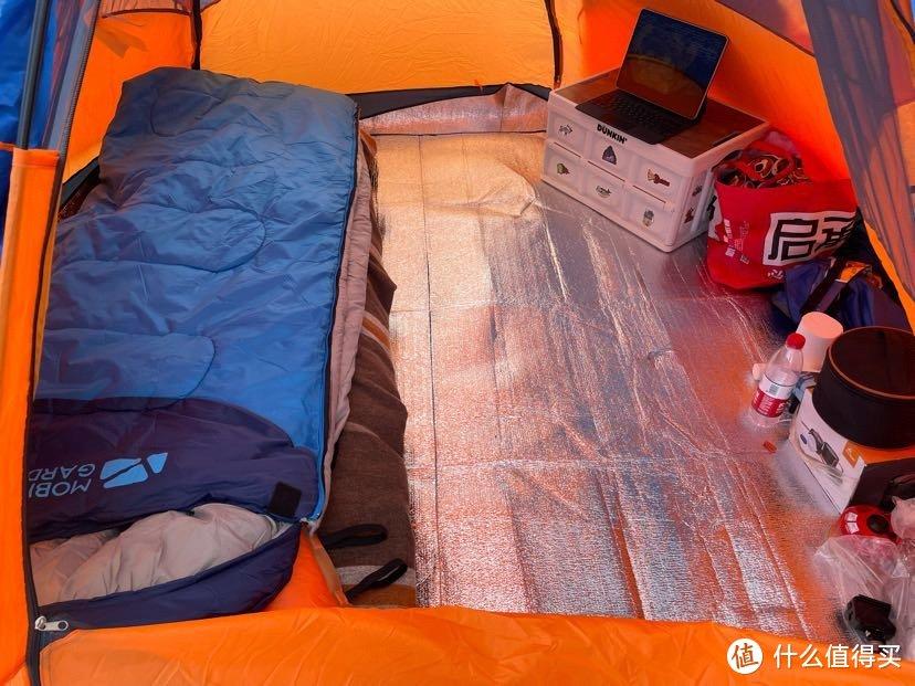 买了充气床垫、挪客的毯子、挪客的睡袋、充气枕头等等