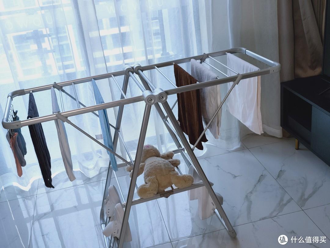 广东衣架厂家告诉你阳台晾衣架一定要选折叠晾衣架?