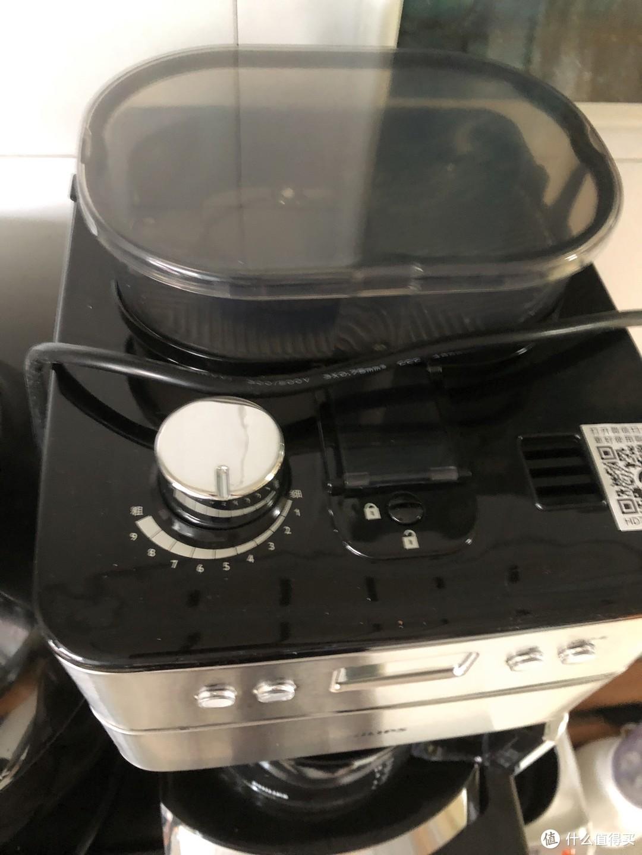 调整研磨咖啡豆粗细的旋钮