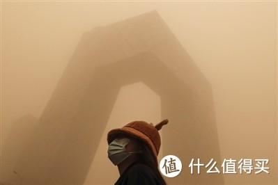 (图/今年3月北京网友拍摄的沙尘暴,侵权删除)