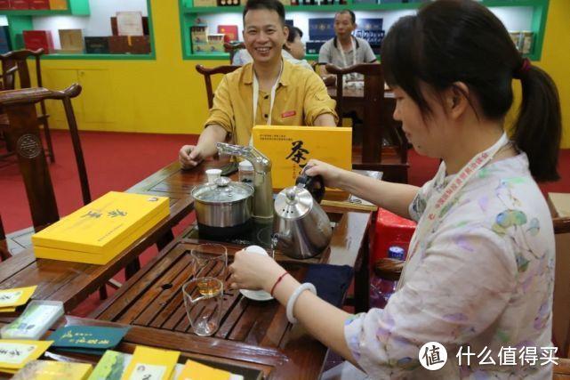 图 / 投洽会茶业展参展商选择越一泡茶炉(部分)