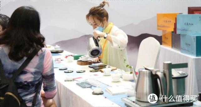 图 /越一A6全智能泡茶炉亮相投洽会茶业展