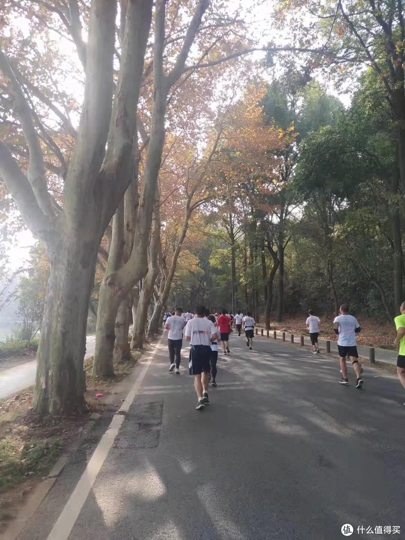 秋高气爽,正是跑步正当时,运动装备买起来。。。
