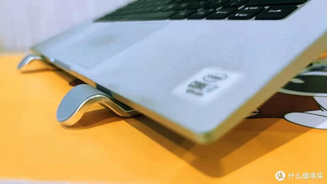 轻巧便携,出差也能随意携带的奥睿科笔记本支架