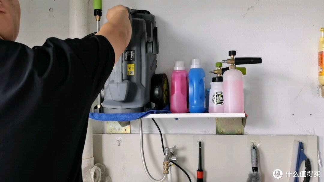 纯钢挂架可以很轻松的承载洗车机设备和各种洗车液、pa壶