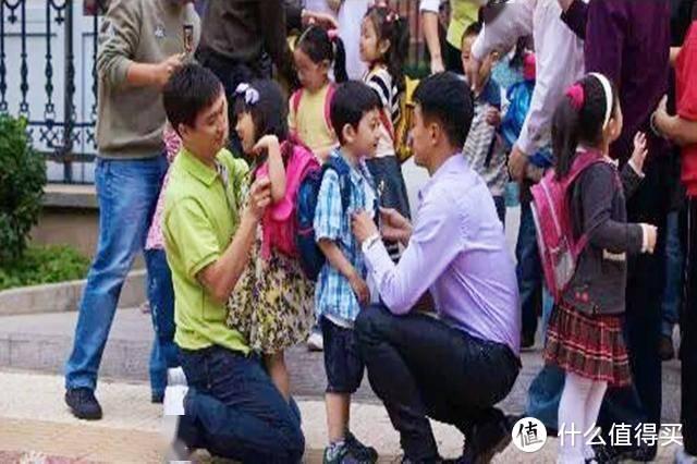 """孩子哭着不肯上幼儿园,父母千万别说:""""别人都没哭,就你哭"""""""